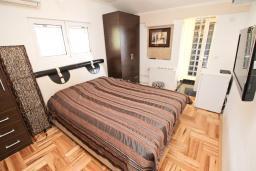 Спальня 2. Черногория, Рафаиловичи : Апартамент с двумя отдельными спальнями и ванными комнатами, для 4 человек