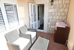 Терраса. Черногория, Рафаиловичи : Апартамент с двумя отдельными спальнями и ванными комнатами, для 4 человек