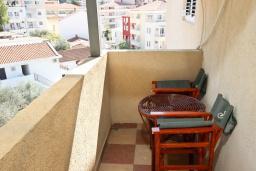 Балкон. Черногория, Рафаиловичи : Апартамент с двумя отдельными спальнями и ванными комнатами, для 4 человек