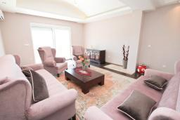 Living room. Montenegro, Herceg-Novi : Villa with 3 bedrooms in Herceg-Novi for 10 guests