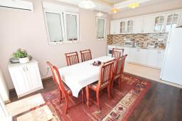 Kitchen. Montenegro, Herceg-Novi : Villa with 3 bedrooms in Herceg-Novi for 10 guests