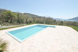 Swimming pool. Montenegro, Herceg-Novi : Villa with 3 bedrooms in Herceg-Novi for 10 guests