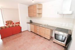 Черногория, Нивице : Апартамент в 50 метрах от пляжа, с гостиной, отдельной спальней и большим балконом