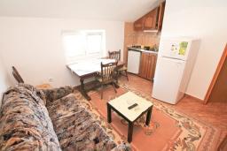 Черногория, Мрчевац : Апартамент с гостиной и отдельной спальней