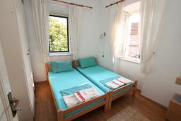 Спальня. Черногория, Герцег-Нови : Апартамент в 20 метрах от моря, с большой гостиной и двумя отдельными спальнями