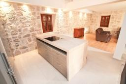 Kitchen. Montenegro, Perast : Villa with 3 bedrooms in Perast for 6 guests