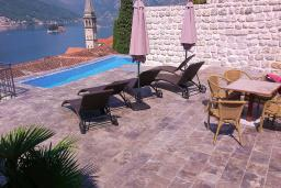 Swimming pool. Montenegro, Perast : Villa with 3 bedrooms in Perast for 6 guests