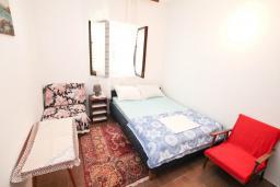 Спальня 3. Черногория, Обала Джурашевича : Апартамент в 30 метрах от пляжа, с тремя отдельными спальнями, с террасой и видом на море