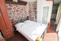 Студия (гостиная+кухня). Черногория, Рафаиловичи : Студия с балконом и частичным видом на море