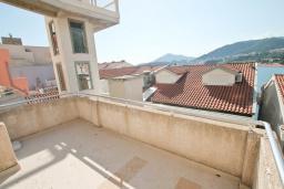 Балкон. Черногория, Рафаиловичи : Студия с балконом и частичным видом на море