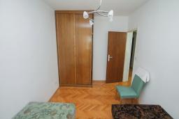 Спальня 3. Черногория, Будва : Апартамент с гостиной и тремя отдельными спальнями