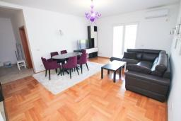 Living room. Montenegro, Tivat : Apartment with 2 bedrooms in Tivat