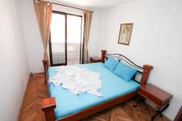 Bed room. Montenegro, Petrovac : Apartment with 2 bedrooms in Petrovac