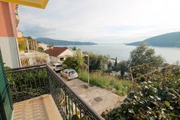 Вид на море. Черногория, Герцег-Нови : Апартамент с балконом и видом на море, для 2-4 человек