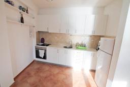 Кухня. Черногория, Герцег-Нови : Апартамент с балконом и видом на море, для 2-4 человек
