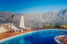 Бассейн. Черногория, Муо : Вилла с бассейном и шикарным видом на море, гостиная, 6 спален, 3 ванные комнаты, Wi-Fi