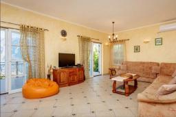 Гостиная. Черногория, Муо : Вилла с бассейном и шикарным видом на море, гостиная, 6 спален, 3 ванные комнаты, Wi-Fi