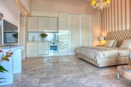 Спальня 2. Черногория, Крашичи : Роскошная вилла с частным пляжем и шикарным видом на море, 4 спальни, 5 ванных комнат, джакузи, большая терраса, Wi-Fi