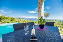 Терраса. Черногория, Кримовица : Вилла с бассейном и шикарным видом на море, гостиная, 4 спальни, 3 ванные комнаты, терраса для отдыха, Wi-Fi