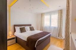 Спальня 3. Черногория, Кримовица : Вилла с бассейном и шикарным видом на море, гостиная, 4 спальни, 3 ванные комнаты, терраса для отдыха, Wi-Fi