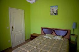 Спальня 3. Черногория, Сутоморе : Двухэтажная вилла с бассейном, гостиная, 3 спальни, 2 ванные комнаты, парковка, место для барбекю, Wi-Fi