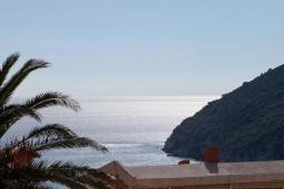 Вид на море. Черногория, Сутоморе : Двухэтажная вилла с бассейном, гостиная, 3 спальни, 2 ванные комнаты, парковка, место для барбекю, Wi-Fi