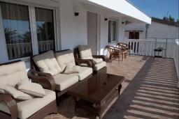 Балкон. Черногория, Сутоморе : Двухэтажная вилла с бассейном, гостиная, 3 спальни, 2 ванные комнаты, парковка, место для барбекю, Wi-Fi