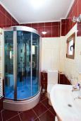Ванная комната. Черногория, Братешичи : Двухэтажный дом с бассейном, гостиная, кухня-столовая 3 спальни, 2 ванные комнаты, дворик, место для барбекю, Wi-Fi