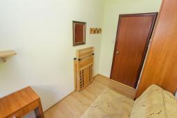 Спальня 2. Черногория, Игало : Апартамент с большим балконом и видом на море, гостиная, 3 спальни, стиральная машина, Wi-Fi