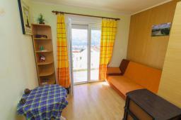 Спальня 3. Черногория, Игало : Апартамент с большим балконом и видом на море, гостиная, 3 спальни, стиральная машина, Wi-Fi
