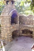 Территория. Черногория, Сутоморе : Двухэтажный дом, 2 гостиные, 2 кухни, 6 спален, 2 ванные комнаты, место для барбекю, сад, 2 паркоместа