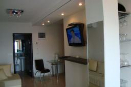 Гостиная. Черногория, Крашичи : Апартамент в 100 метрах от пляжа, с террасой и шикарным видом на море