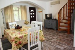 Living room. Montenegro, Rafailovici : House with 2 bedrooms in Rafailovici for 6 guests