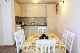 Kitchen. Montenegro, Rafailovici : House with 2 bedrooms in Rafailovici for 6 guests