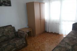 Спальня 2. Черногория, Велика плажа : Двухэтажный дом с террасой, 2 гостиные-кухни, 4 спальни, две ванные комнаты, 3 паркоместа, сад и место для барбекю