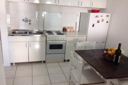 Кухня. Черногория, Мельине : Апартамент в 70 метрах от пляжа, с гостиной, двумя спальнями и балконом