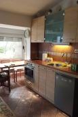 Кухня. Черногория, Доброта : Апартамент возле пляжа, с гостиной и двумя отдельными спальнями