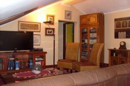 Гостиная. Черногория, Доброта : Апартамент возле пляжа, с гостиной и двумя отдельными спальнями