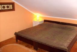 Спальня 2. Черногория, Доброта : Апартамент возле пляжа, с гостиной и двумя отдельными спальнями