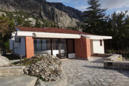 Front of the house. Montenegro, Dobrota : Villa with 4 bedrooms in Dobrota for 8 guests