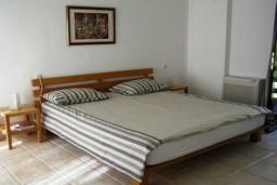 Bed room. Montenegro, Dobrota : Villa with 4 bedrooms in Dobrota for 8 guests