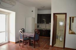 Студия (гостиная+кухня). Черногория, Доброта : Студия с видом на море в 30 метрах от пляжа