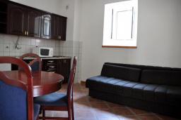Гостиная. Черногория, Доброта : Апартамент с видом на море в 30 метрах от пляжа