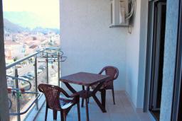 Балкон. Черногория, Будва : Апартамент с гостиной, отдельной спальней и балконом с видом на море