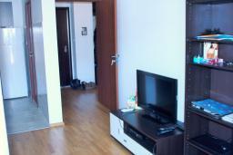 Гостиная. Черногория, Будва : Апартамент с гостиной, отдельной спальней и балконом с видом на море
