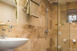 Ванная комната. Черногория, Доброта : Семейный люкс