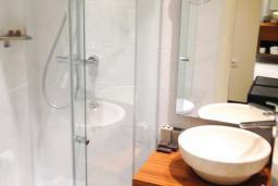Ванная комната. Черногория, Рафаиловичи : Стандартный номер с видом на горы
