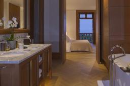 Ванная комната. Черногория, Святой Стефан : Milocer Sea View Suite