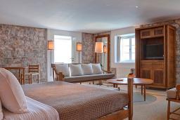Спальня. Черногория, Святой Стефан : Grand Suite with Terrace