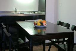 Кухня. Черногория, Будва : Улучшенный апартамент
